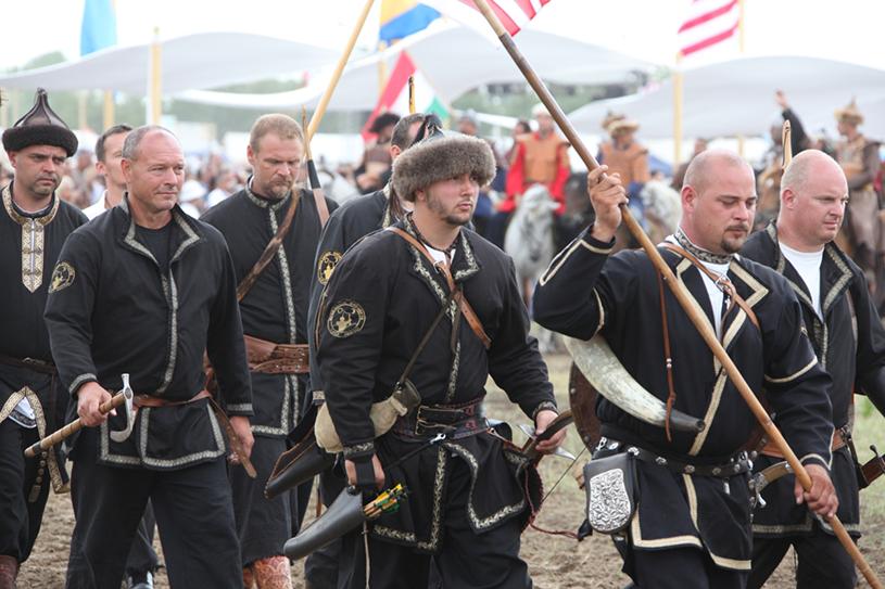 Венгры в национальных костюмах